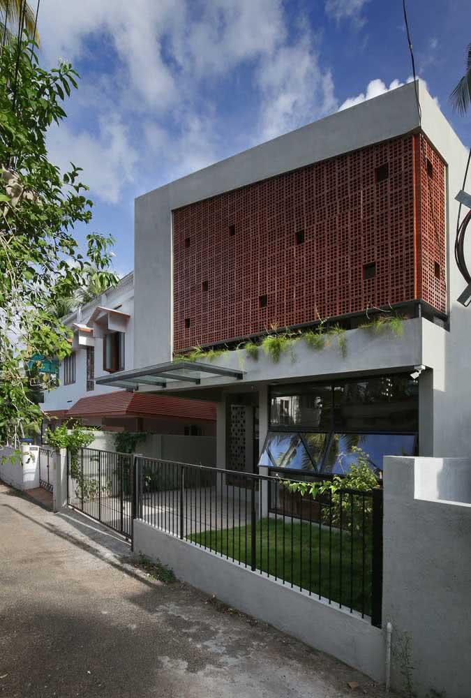 Casa por fora com cobogós: iluminação e ventilação com modernidade