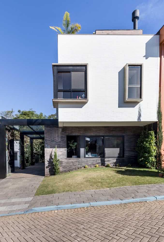 Casa moderna por fora com janelas bem posicionadas