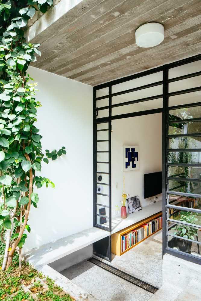 Janelas de ferro e concreto para a casa simples por dentro