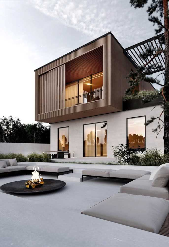 Madeira na fachada da casa moderna: o material topa qualquer projeto!