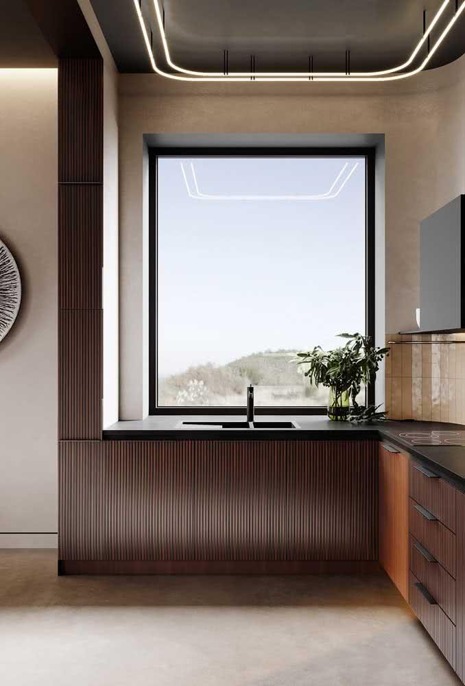 Mais uma vez: a casa de madeira por dentro é puro conforto e sofisticação