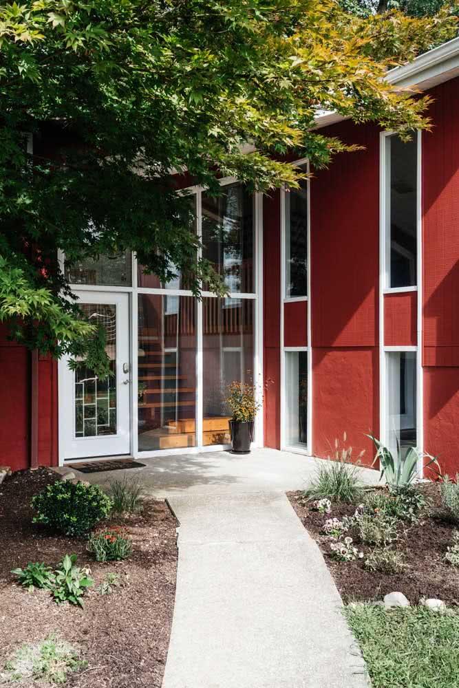 Que tal uma casa vermelha por fora?