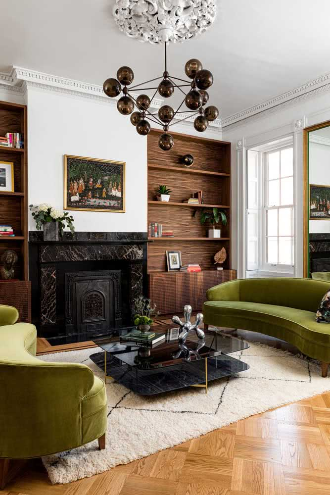 A casa branca por dentro é clássica e aconchegante