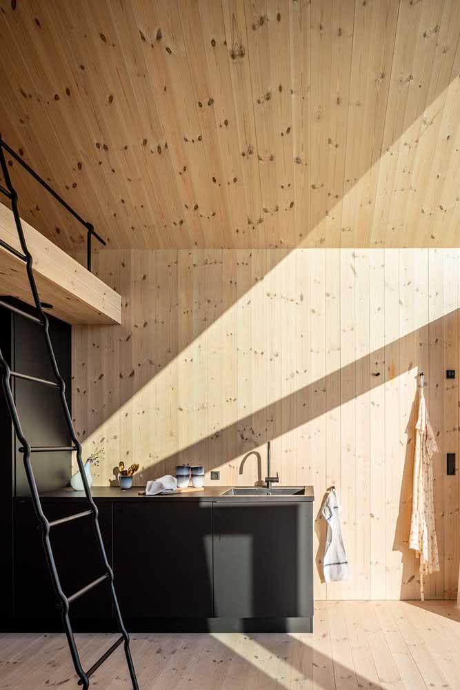 Casa de madeira por dentro dando continuidade ao projeto externo