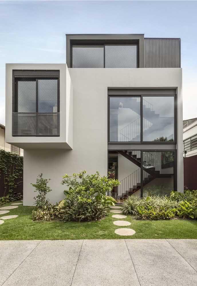 Volume e movimento na fachada da casa moderna