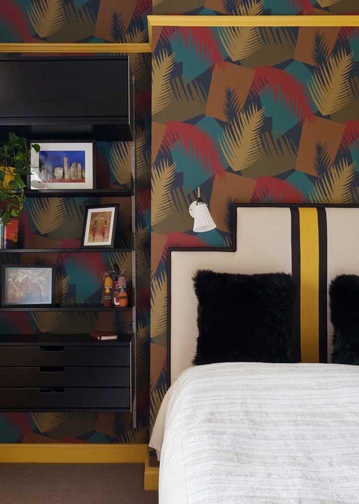 Folhas coloridas em papel de parede com fundo marrom.