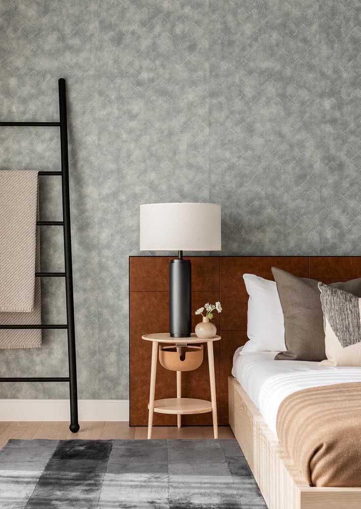 Para um quarto com mais vida aposte no revestimento com um pouco mais de cor
