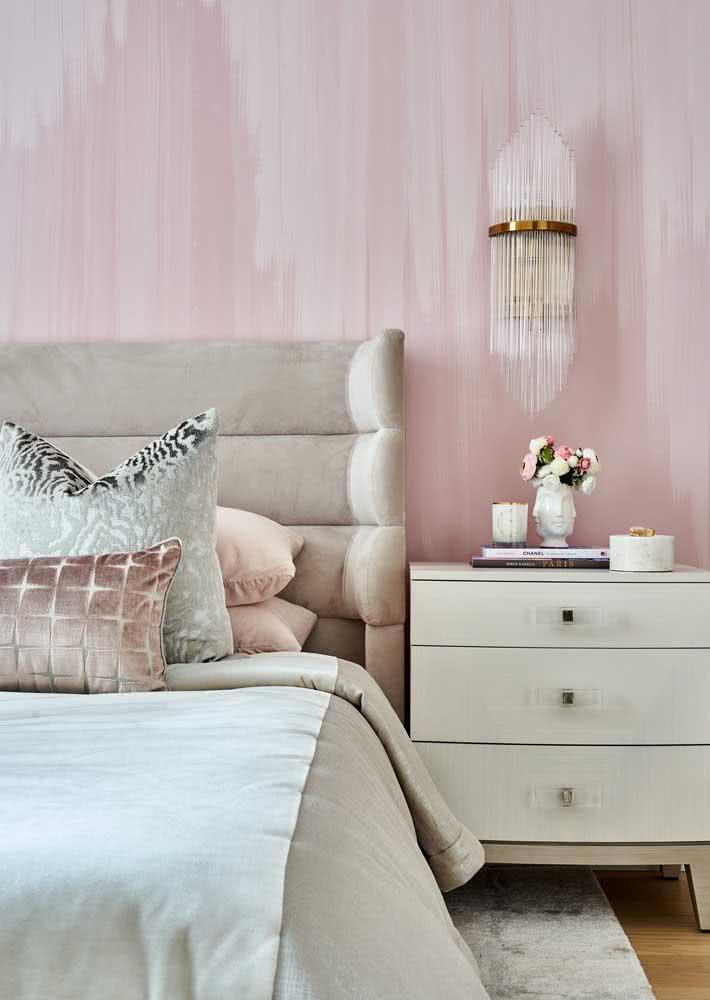 Para ter o quarto feminino mais que perfeito: rosa por toda a parede.