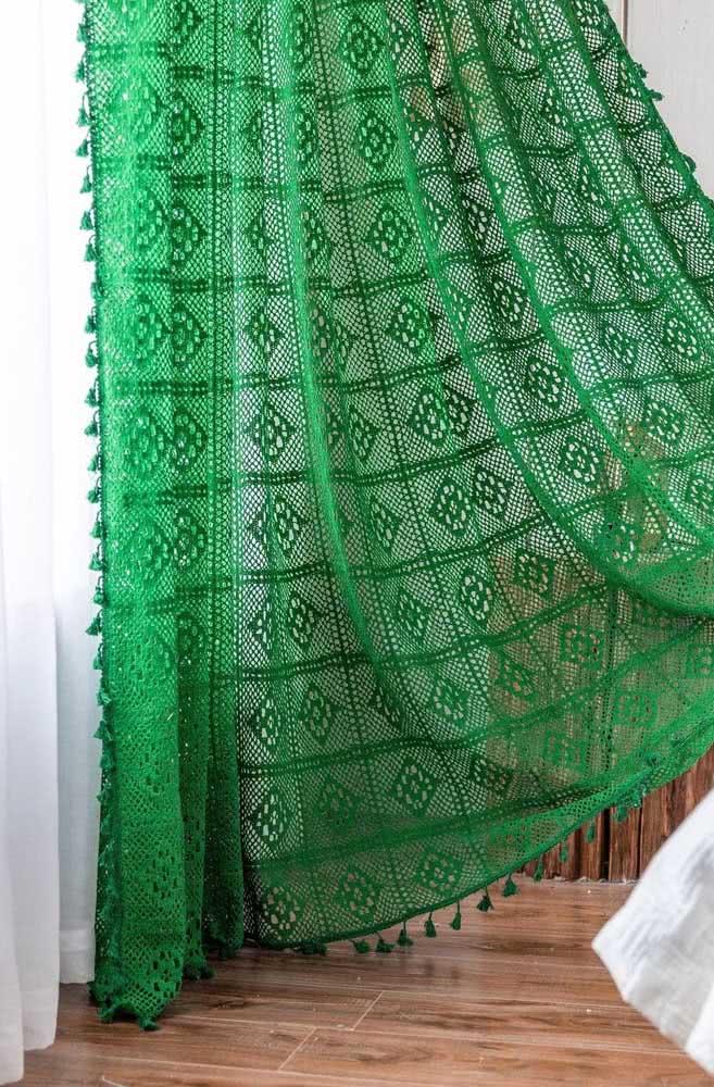 Barbante verde: uma cortina de crochê cheia de vida com a cor da natureza para a sua casa.