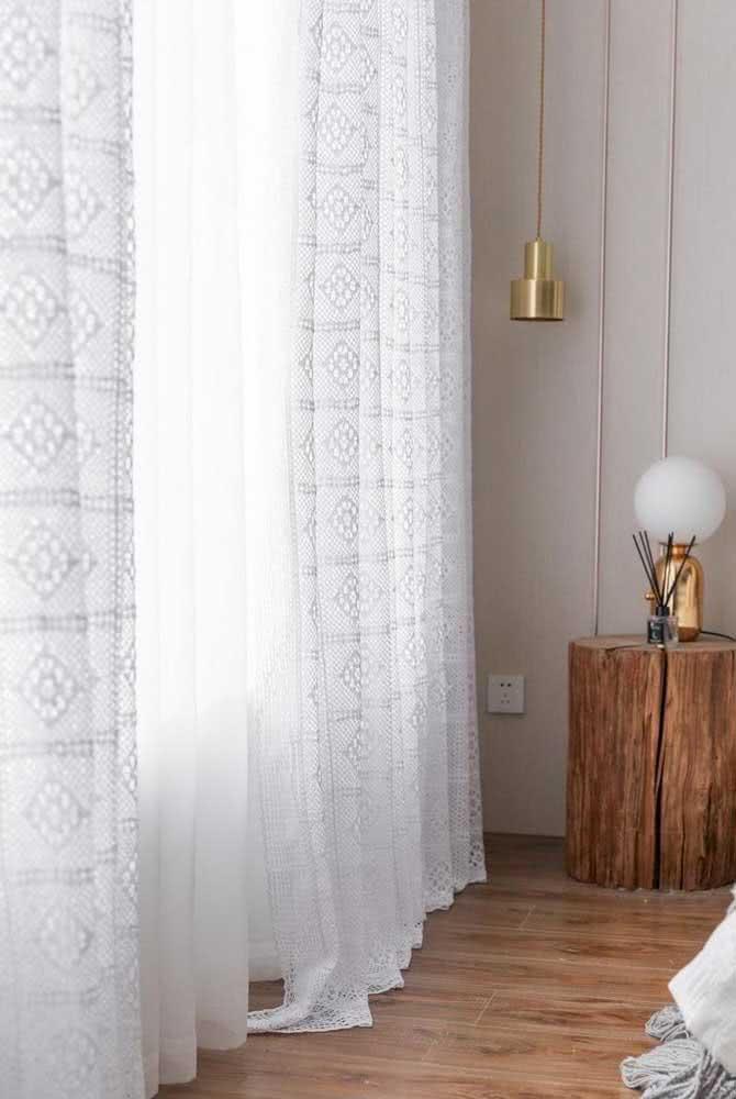 Cortina de crochê branca simples e grande para a janela do quarto de casal