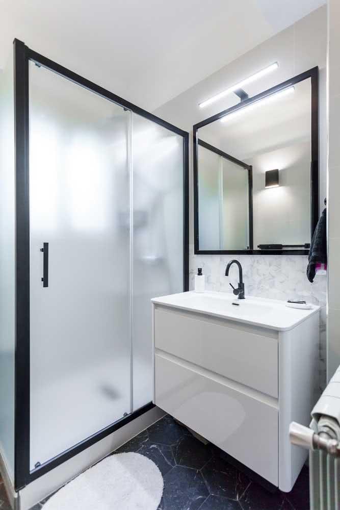 Aposte na iluminação de destaque para ter o banheiro perfeito.