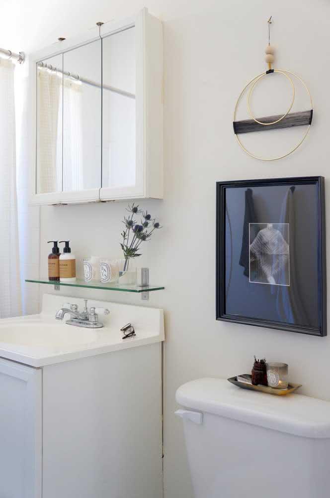 Aposte em pequenos detalhes para dar destaque ao projeto de banheiro pequeno.