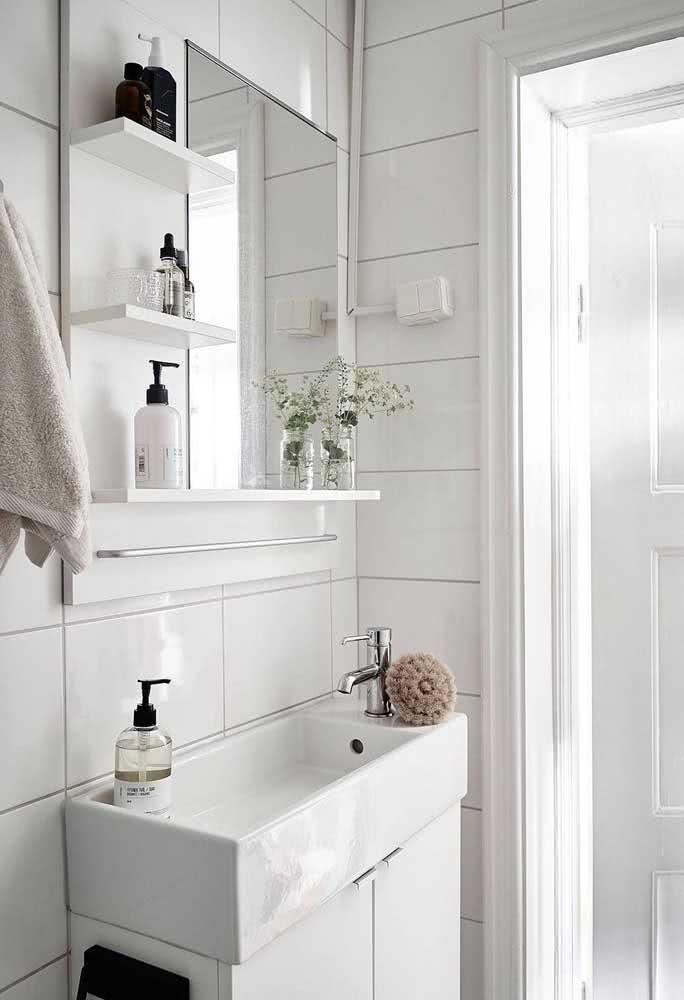 Escolha uma cuba com extensão curta para um banheiro bem pequeno.