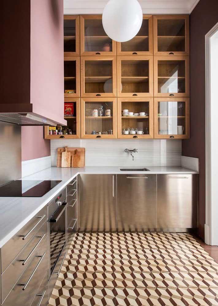 Já nesta proposta, os azulejos hidráulicos foram a escolha para o piso da cozinha.