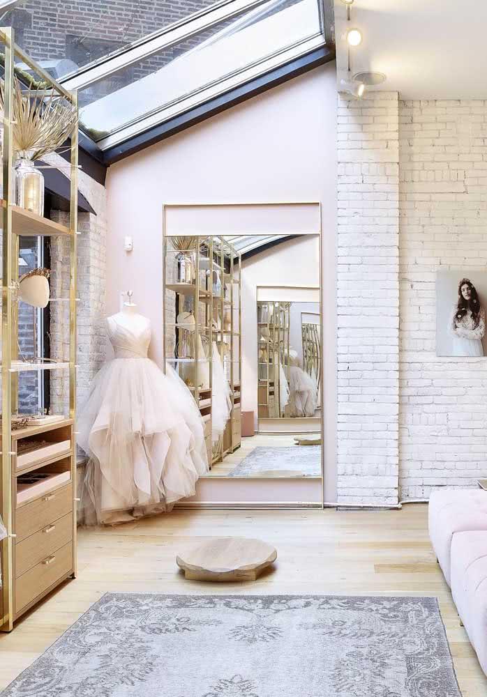 O lugar mais iluminado da casa pode se transformar em ateliê de costura