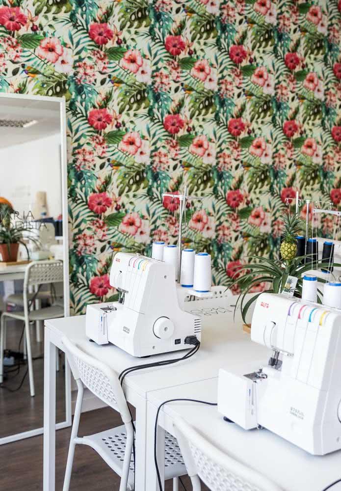 Que tal um papel de parede para a decoração do ateliê de costura?