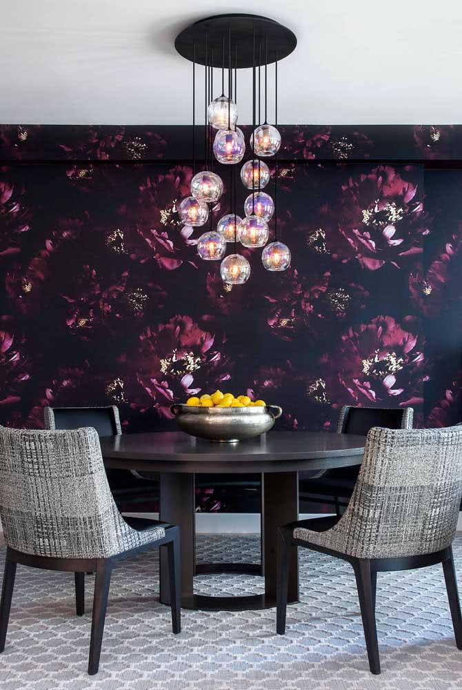 Papel de parede floral moderno e sofisticado para a sala de jantar