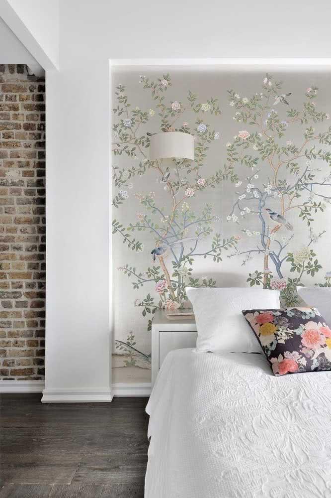 Papel de parede floral em companhia de pássaros
