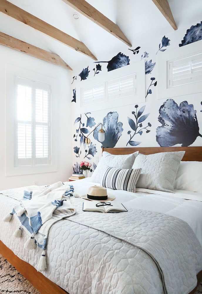 Papel de parede floral moderno para um quarto de casal clean e elegante
