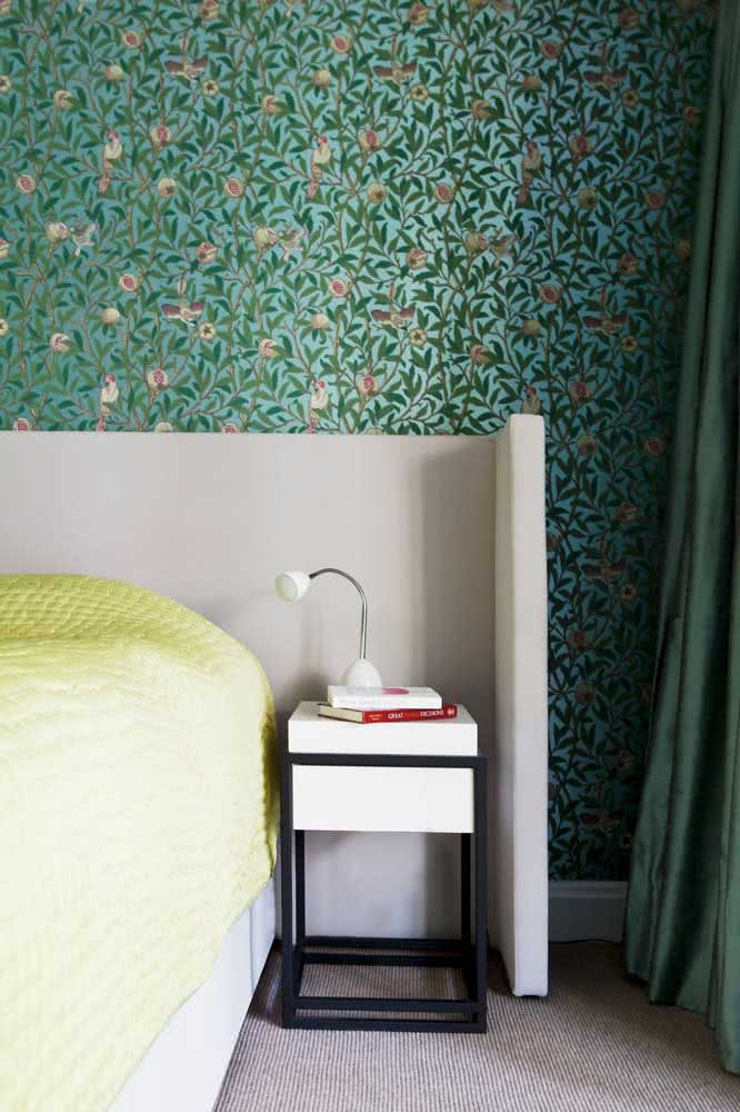Papel de parede floral verde e delicado trazendo a natureza para dentro de casa