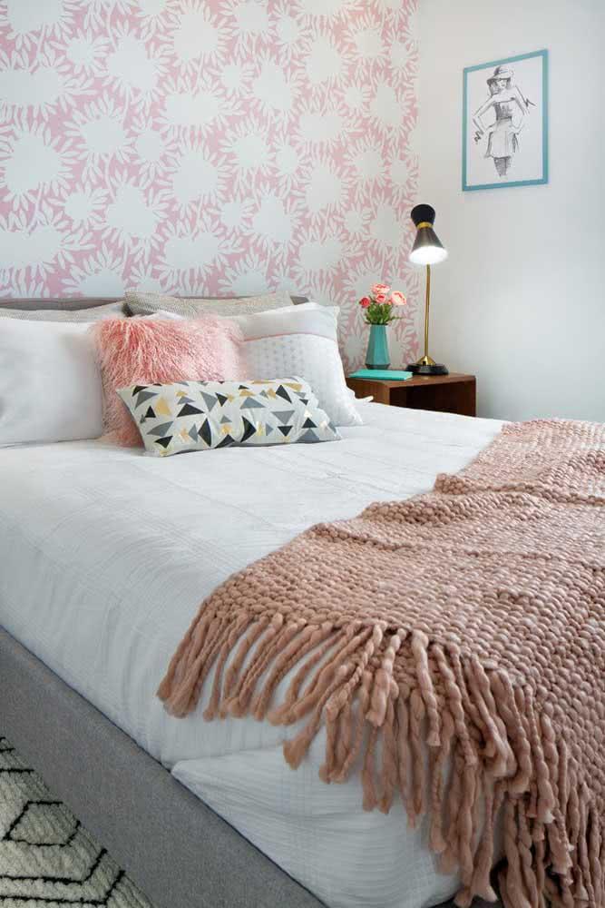 Estilo e modernidade no papel de parede floral rosa