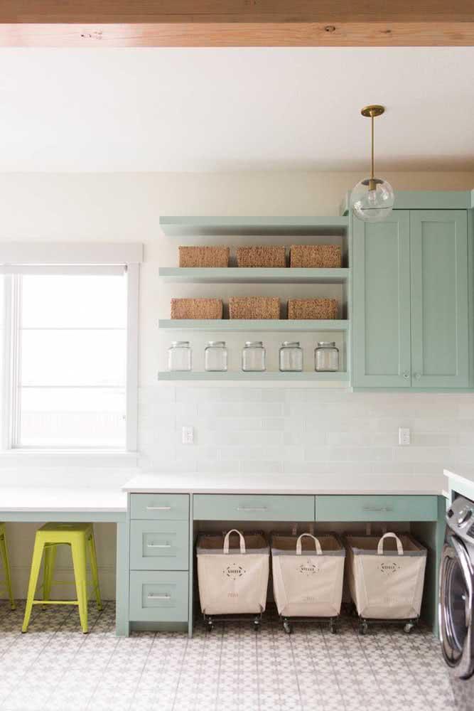 Pinte os armários com a cor verde menta e ganhe um novo décor