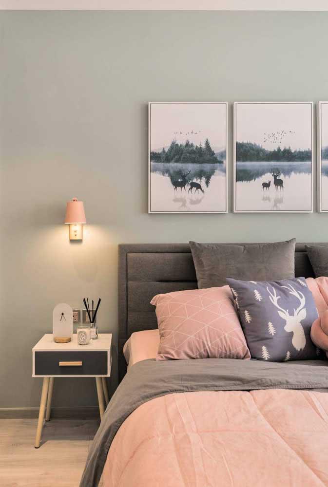 Decoração verde menta e rosa para um quarto de casal romântico e descontraído
