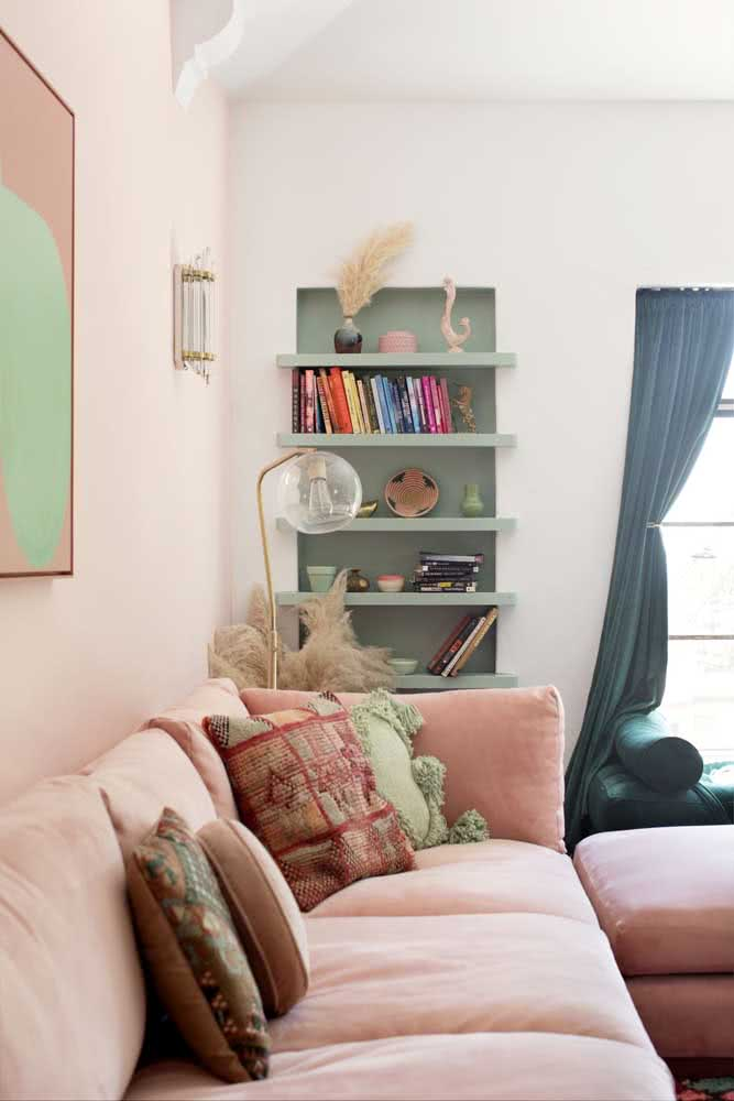 Sala verde menta com detalhes em rosa: ambiente acolhedor, quente e aconchegante