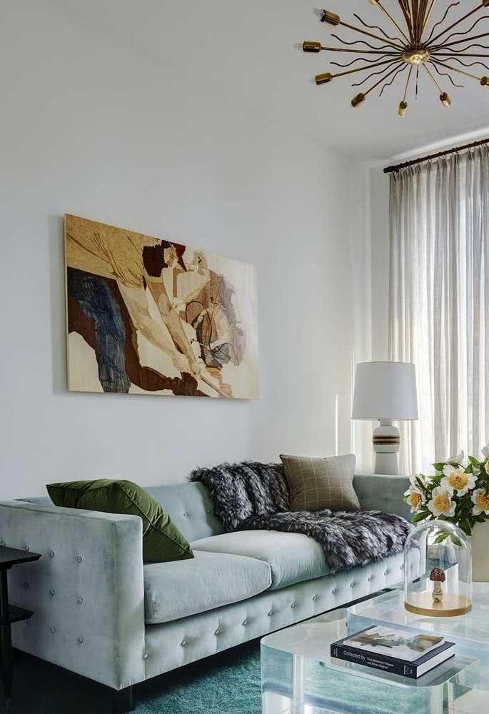 Que tal um sofá verde menta na sua sala?