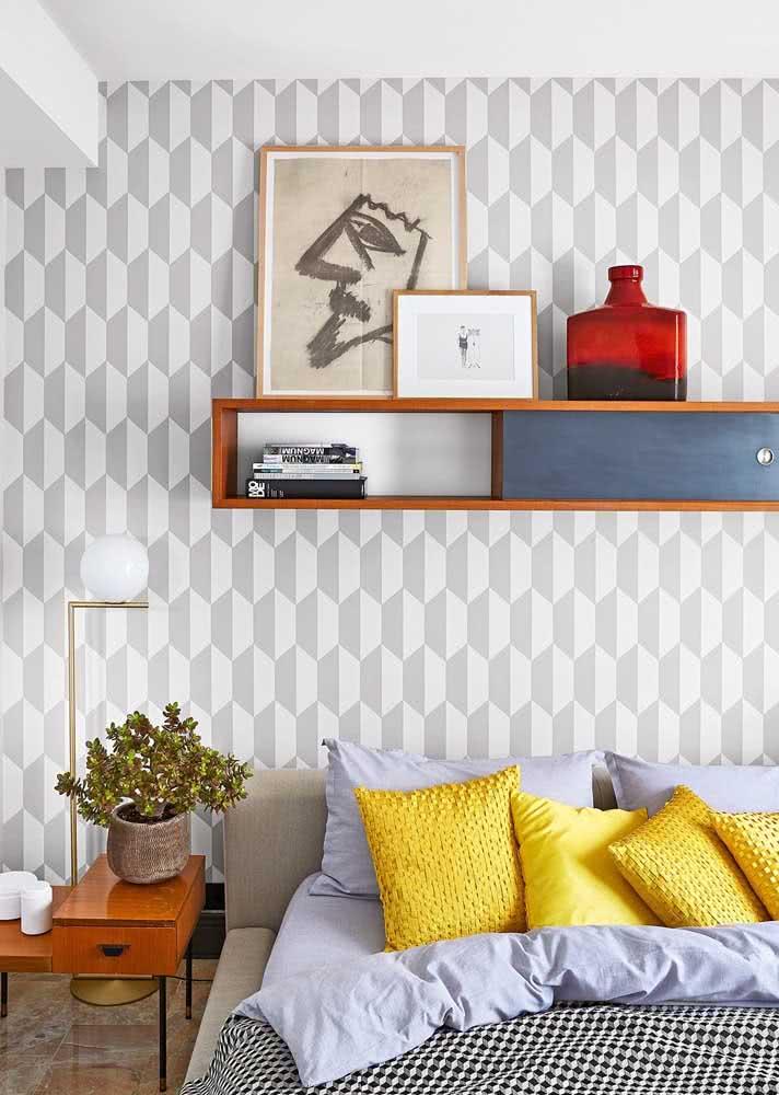 A estampa geométrica garante um efeito 3d interessante para esse papel de parede