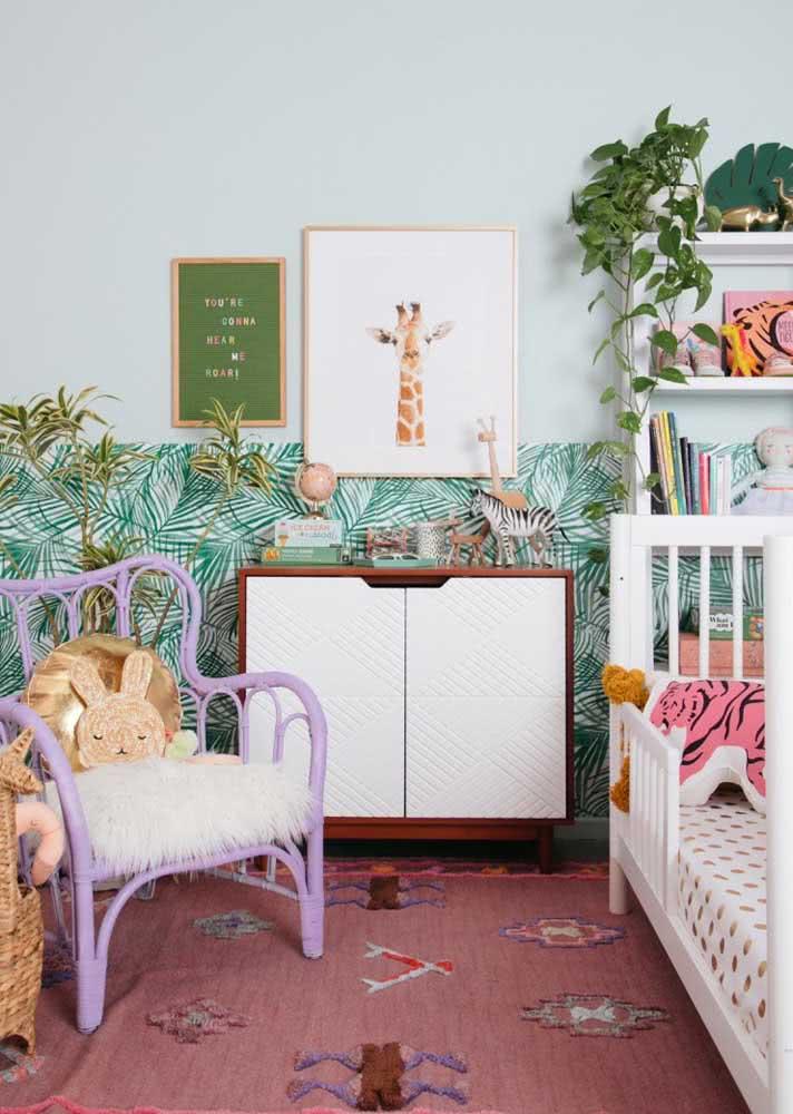 Meia parede para estampar o quarto infantil com tropicalidade