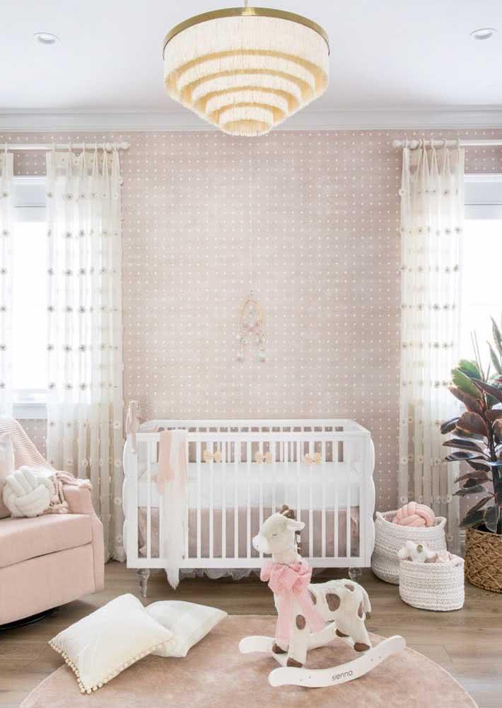 Papel de parede para quarto de bebê menina tinha que ser cor de rosa, né?