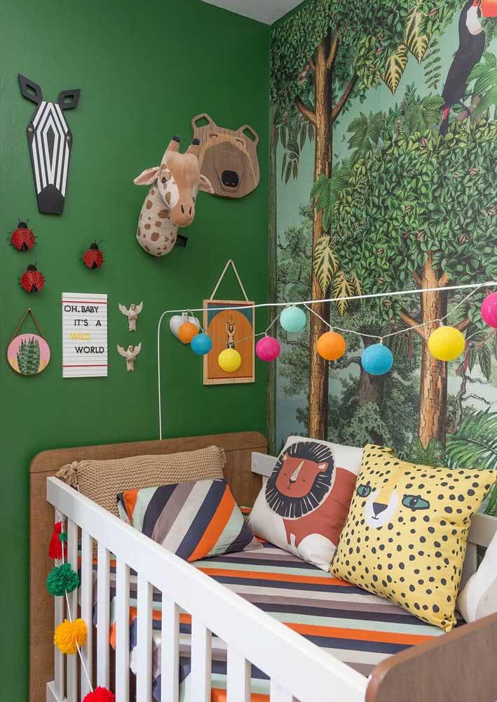 Papel de parede para quarto de bebê super tropical combinando com o décor