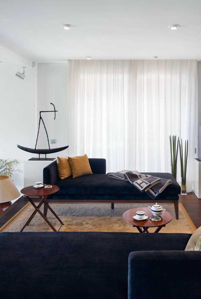 Dupla de divãs para sala ocupando muito bem o espaço do tradicional sofá