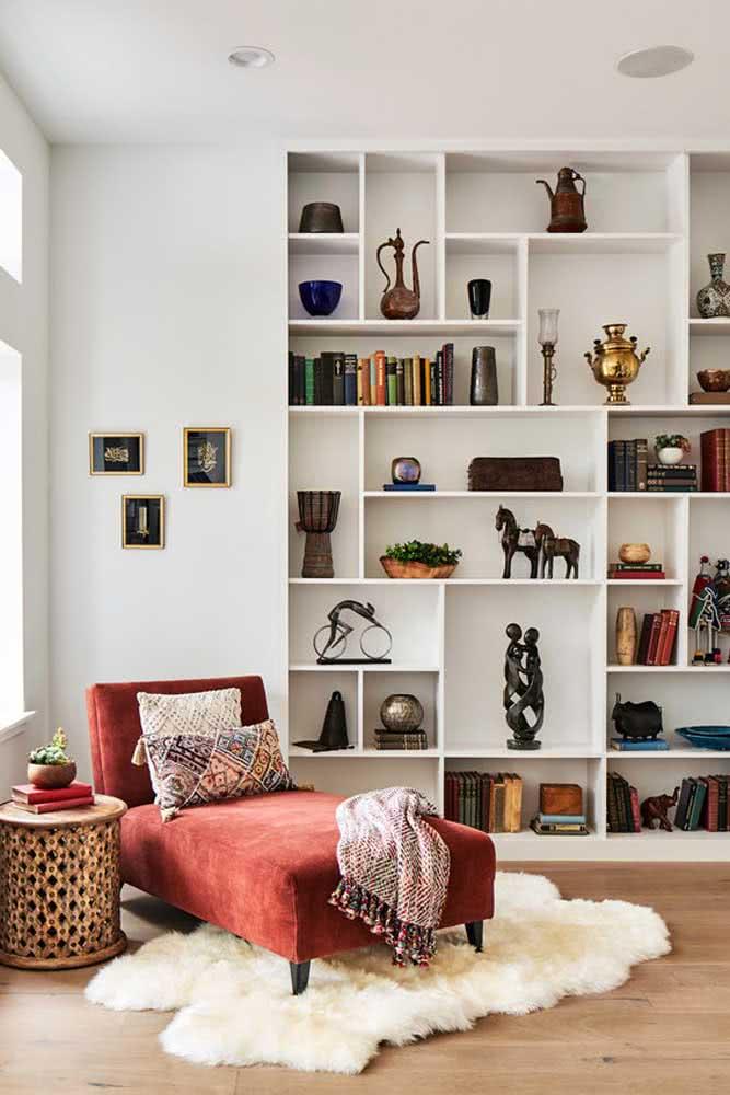 Com um divã vermelho de veludo você vai querer mais o que nessa vida?