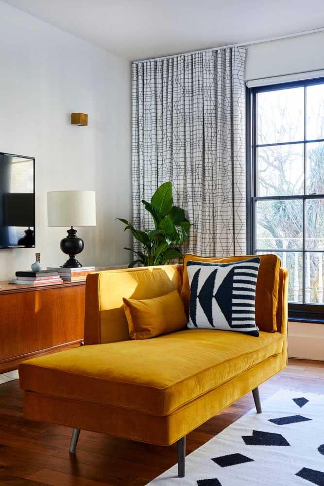 O que acha de testar um divã mostarda na sua sala?