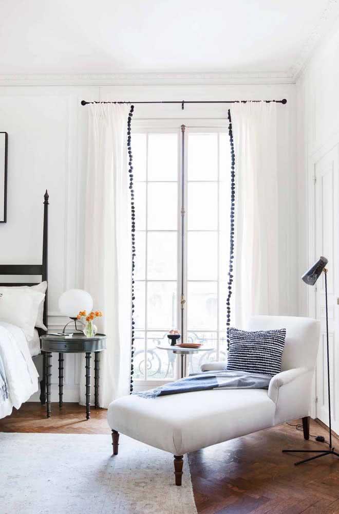 Sofá divã para quarto: substitua a poltrona tradicional por esse móvel cheio de personalidade e conforto