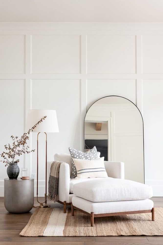 Divã para quarto seguindo a proposta clássica e elegante da decoração