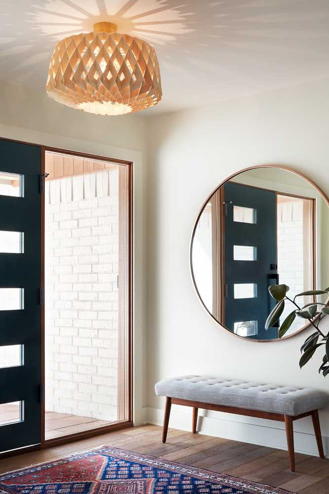 Hall de entrada pequeno com espelho para arrancar suspiros