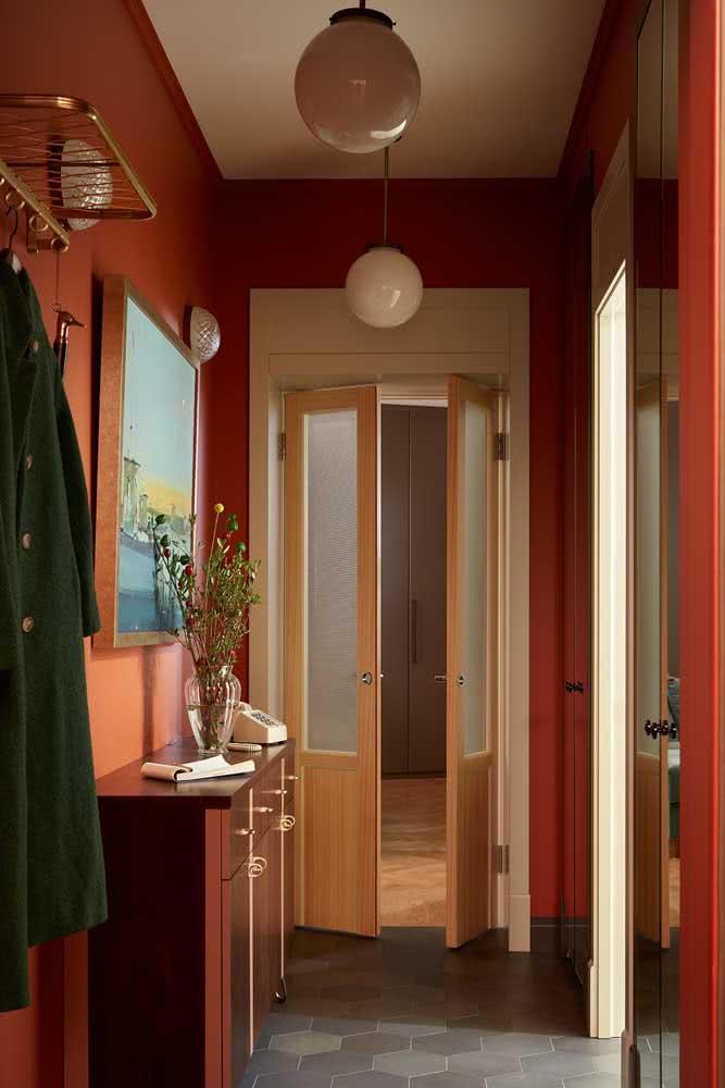 Já pensou em um hall de entrada vermelho?