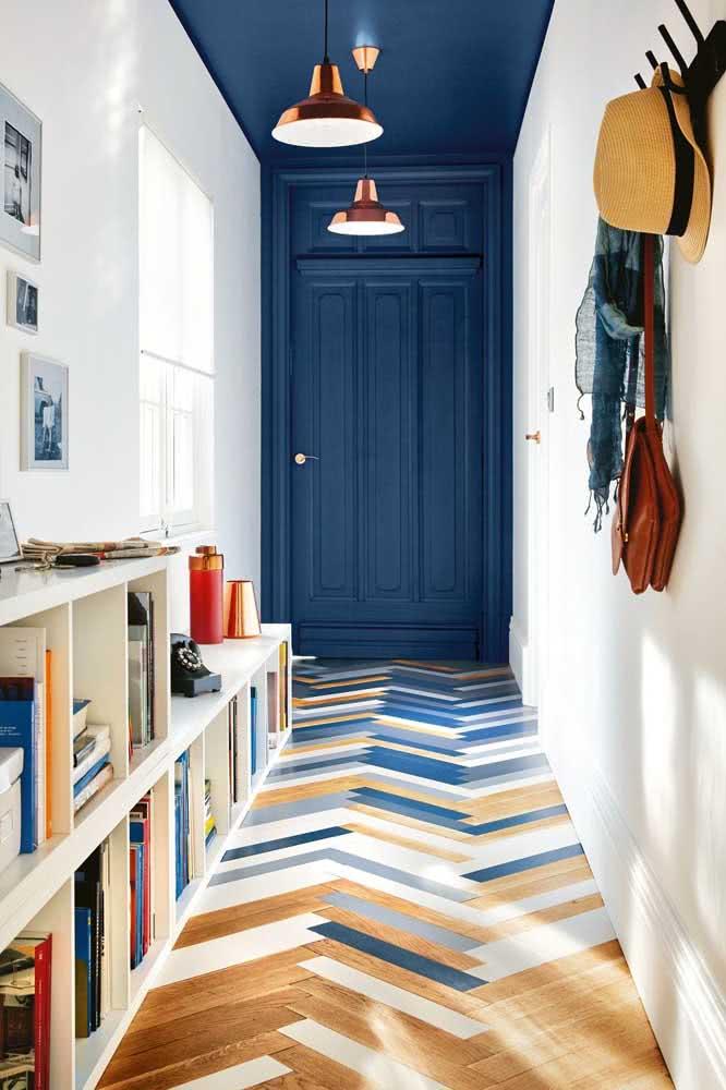 Hall de entrada pequeno e cheio de estilo