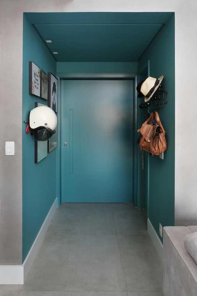 Escolha uma cor especial para valorizar o seu hall de entrada