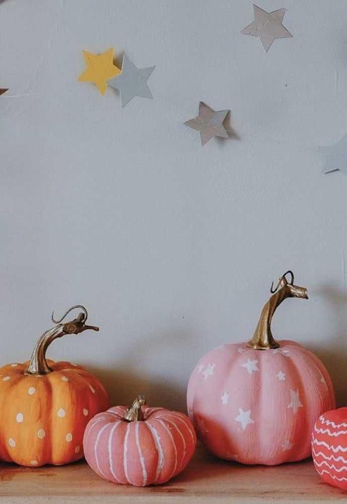 Gosta de abóboras estampadas para o halloween? Aqui, elas vieram decoradas com poá e estrelas