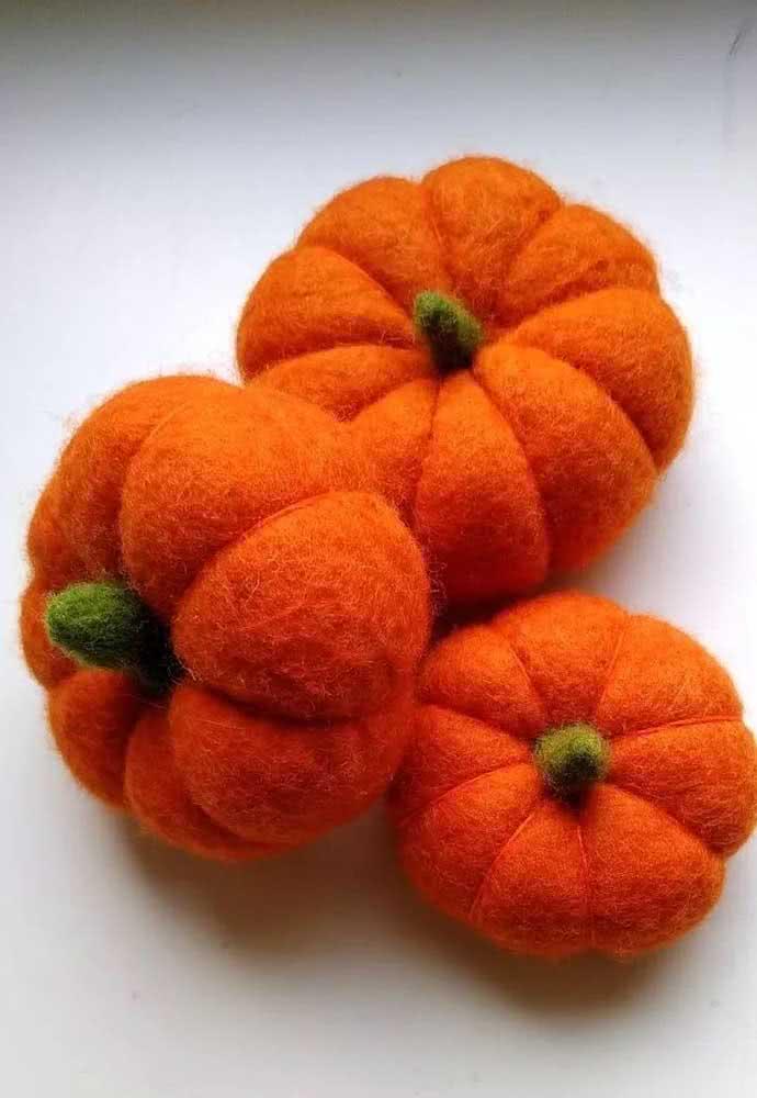 Abóboras de halloween em feltro para caprichar na decoração