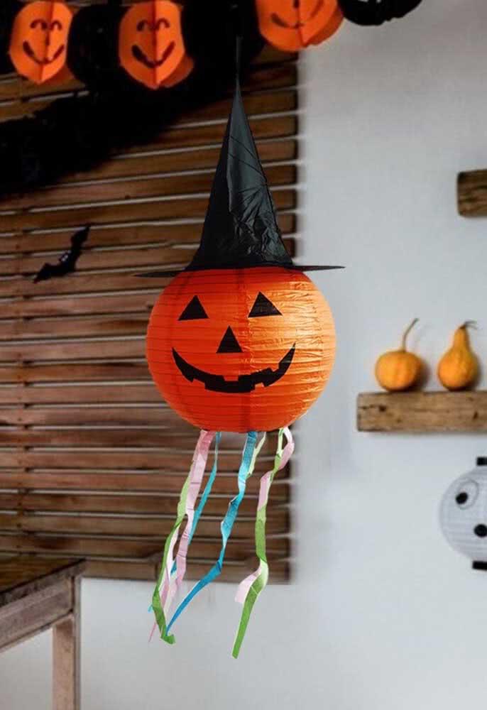 Lanterna de abóbora de halloween com direito a chapéu de bruxa
