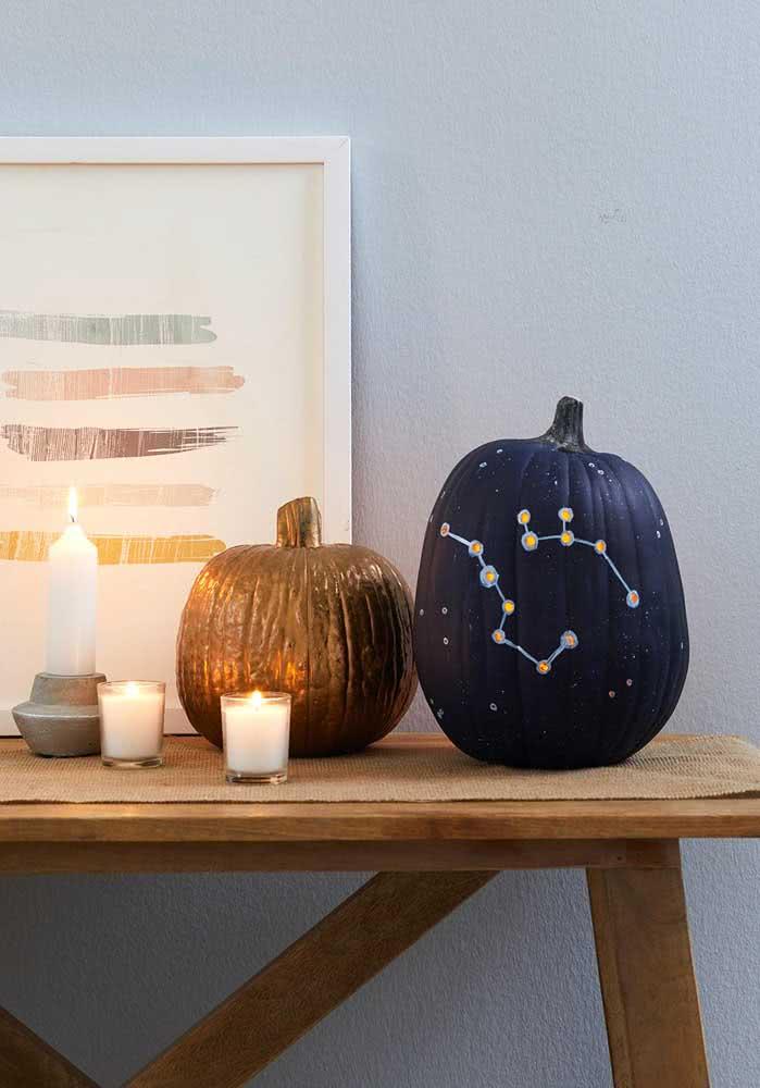 Uma constelação ilustrada na abóbora de halloween