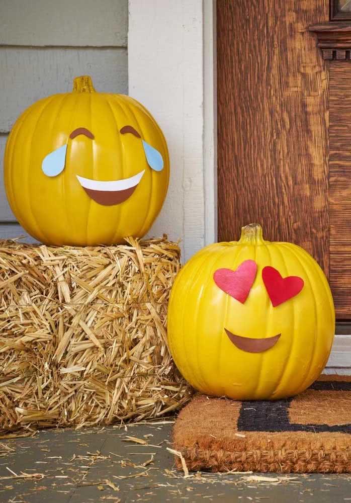 Essa ideia é legal: emojis na abóbora de halloween