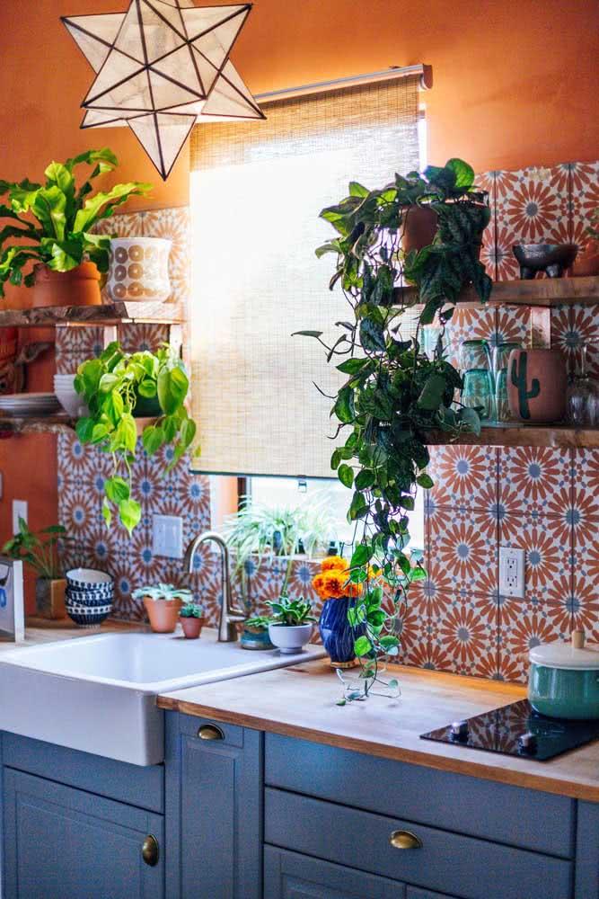 Ladrilhos hidráulicos para uma cozinha cheia de cor e alegria