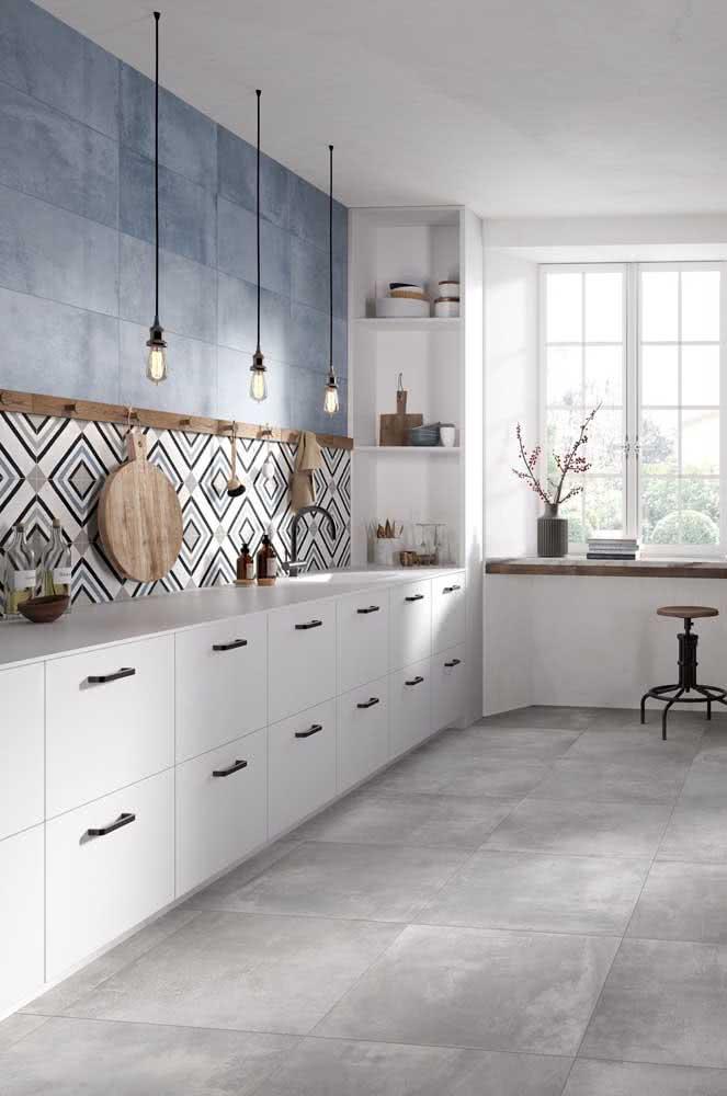 Combine as cores da cerâmica com as cores da decoração