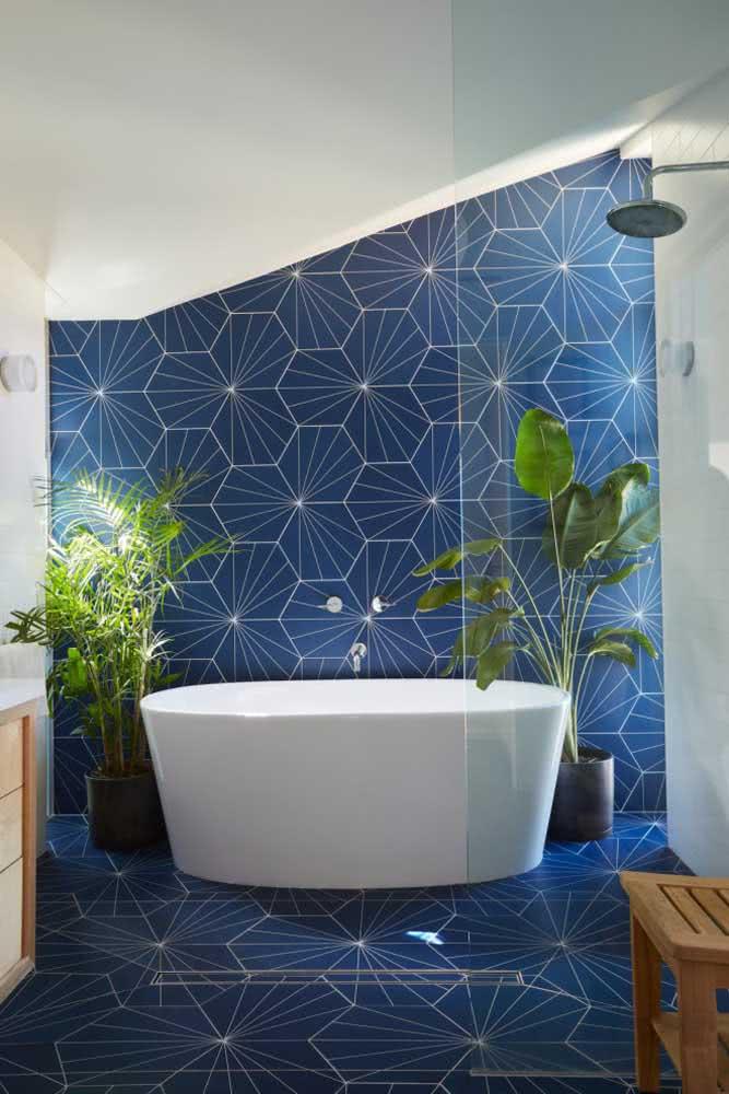 O que acha de uma cerâmica para parede banheiro azul e chiquérrima?